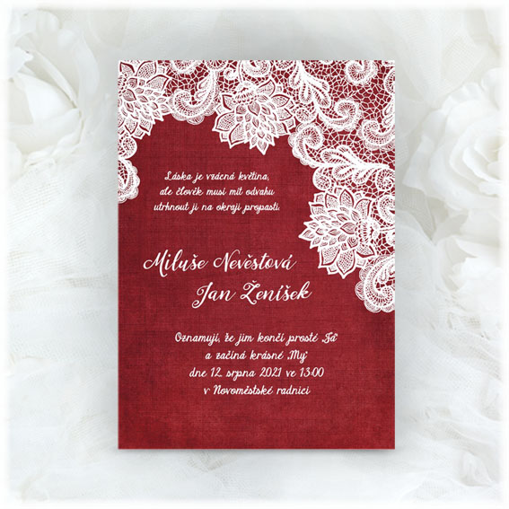 Svatební oznámení s krajkou v bordó barvě