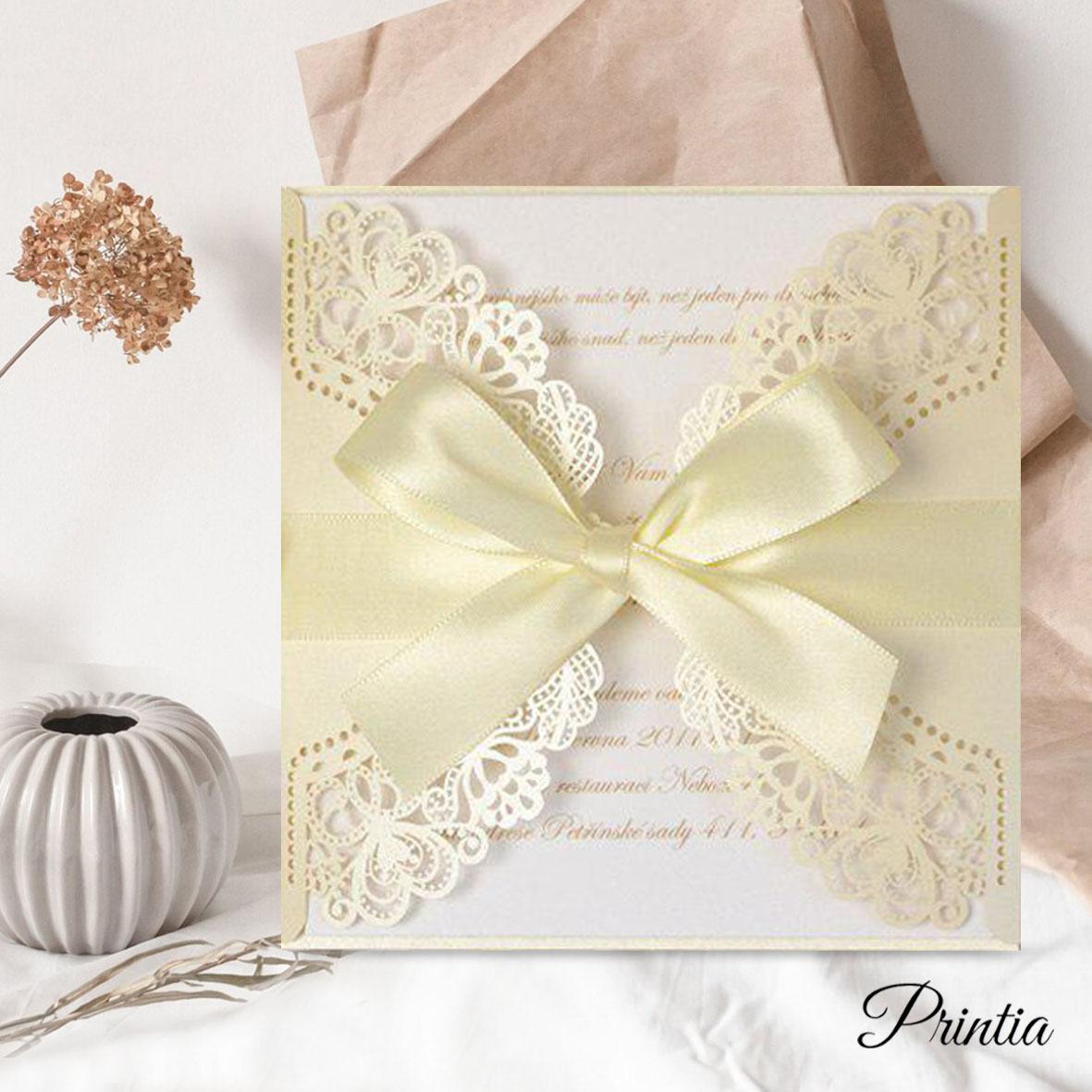 Krémové svatební oznámení s krajkou