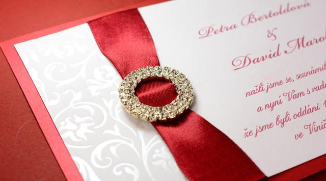 svatební oznámení s broží